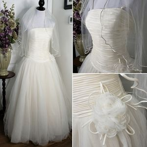 DaVinci Ivory Pleated Satin & Tulle Wedding Gown